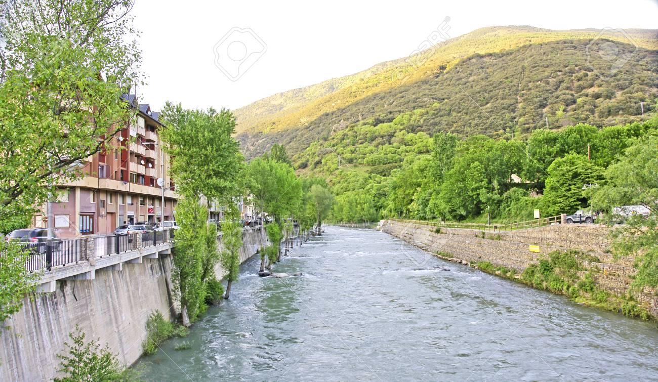 50414286-noguera-pallaresa-river-in-its-
